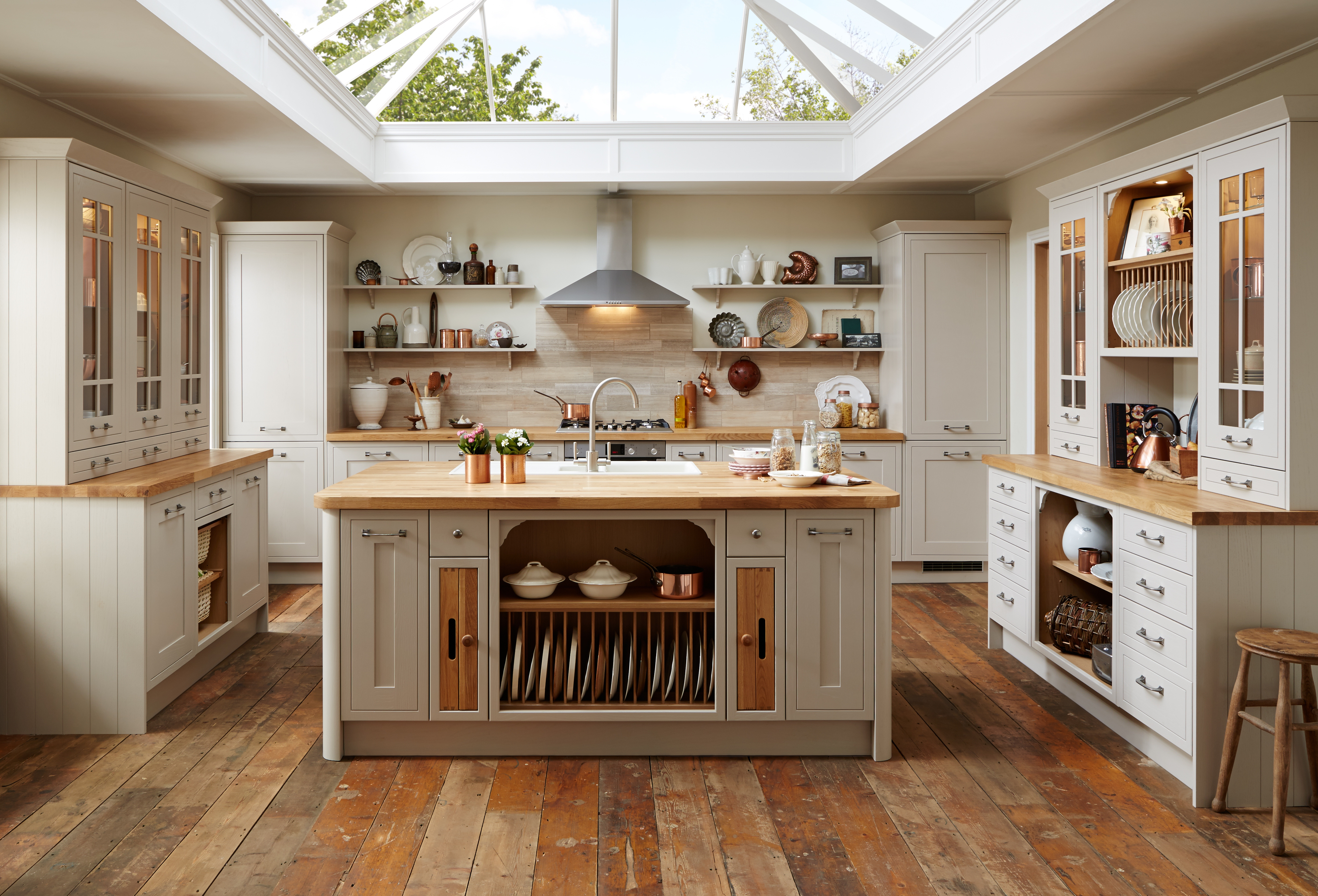 Howden joinery ltd royal warrant holders association for Kitchen company